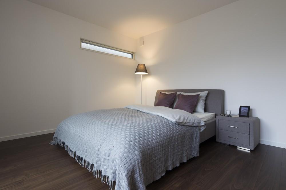大人雰囲気の邸 (寝室)
