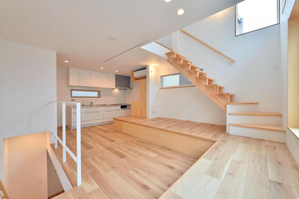 世田谷区I様邸 リビングを中心に。吹き抜けが上下の空間をつなぐ戸建ての家 (2Fリビング)
