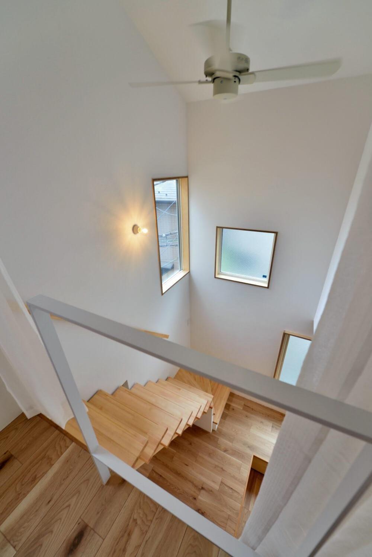 世田谷区I様邸 リビングを中心に。吹き抜けが上下の空間をつなぐ戸建ての家 (3F吹き抜け)
