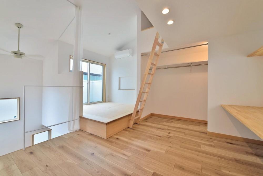世田谷区I様邸 リビングを中心に。吹き抜けが上下の空間をつなぐ戸建ての家 (3F書斎/ベッドルーム)