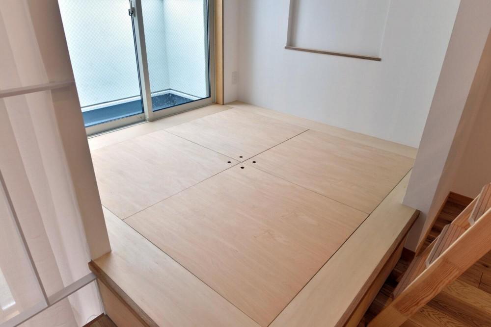 世田谷区I様邸 リビングを中心に。吹き抜けが上下の空間をつなぐ戸建ての家 (3F小上がり)