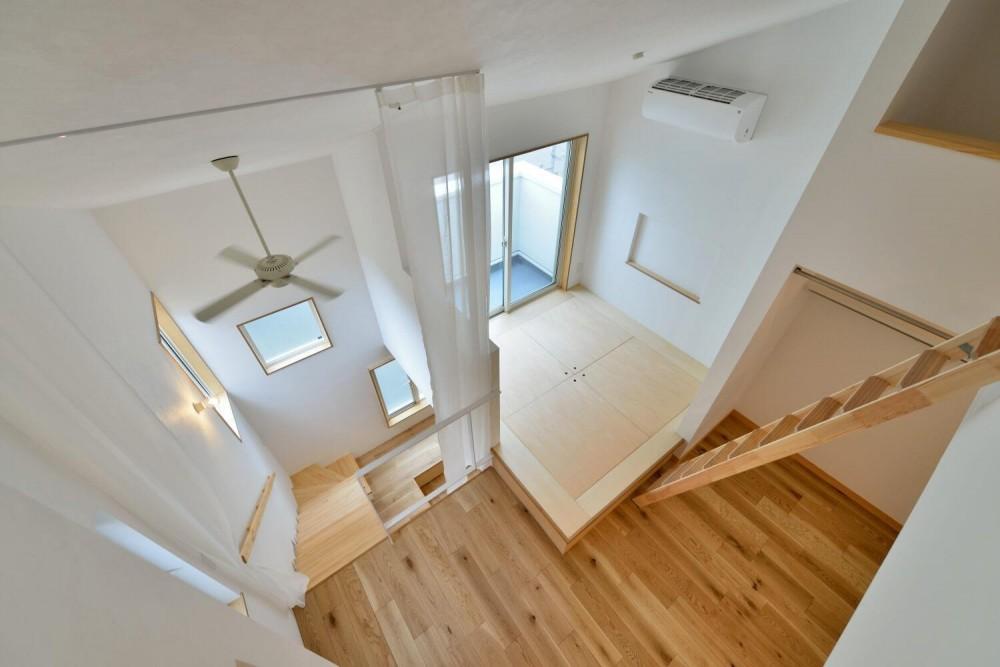 世田谷区I様邸 リビングを中心に。吹き抜けが上下の空間をつなぐ戸建ての家 (ロフト/吹き抜け)