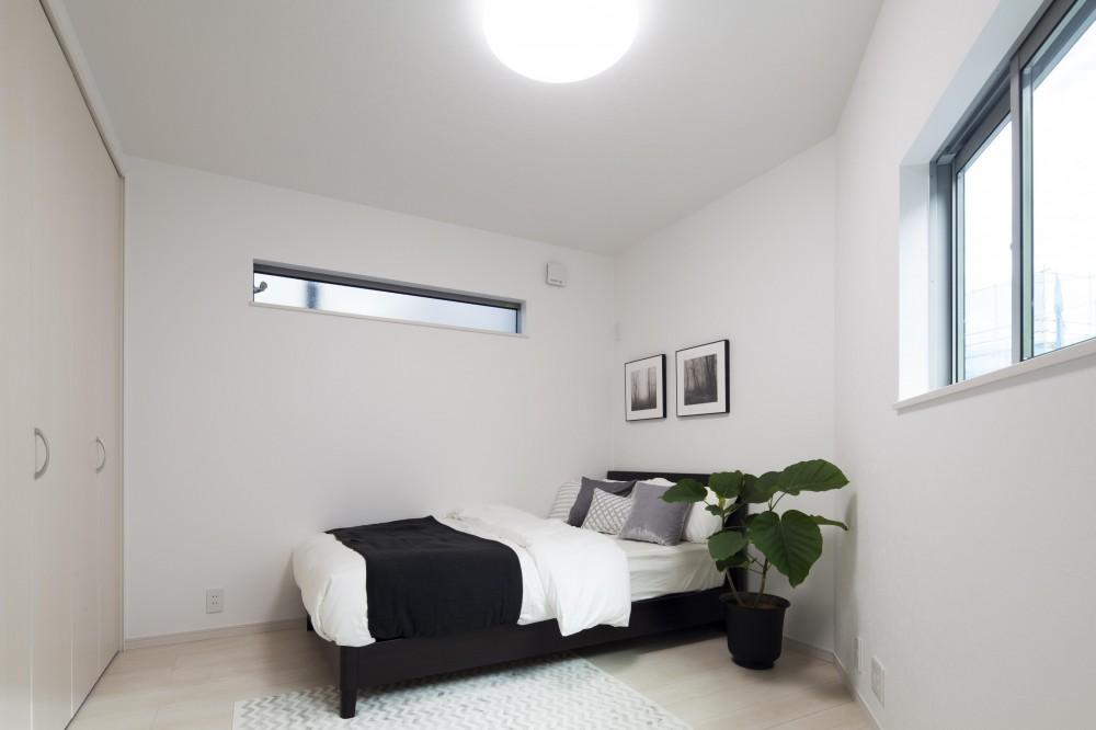 自然の緑に溶け込む暮らし (寝室)