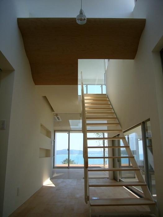 SEE SEA HOUSE  (海が見える家) (階段)