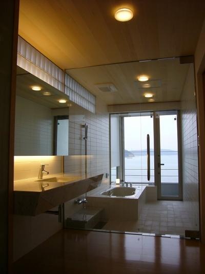 浴室・洗面脱衣室 (SEE SEA HOUSE  (海が見える家))