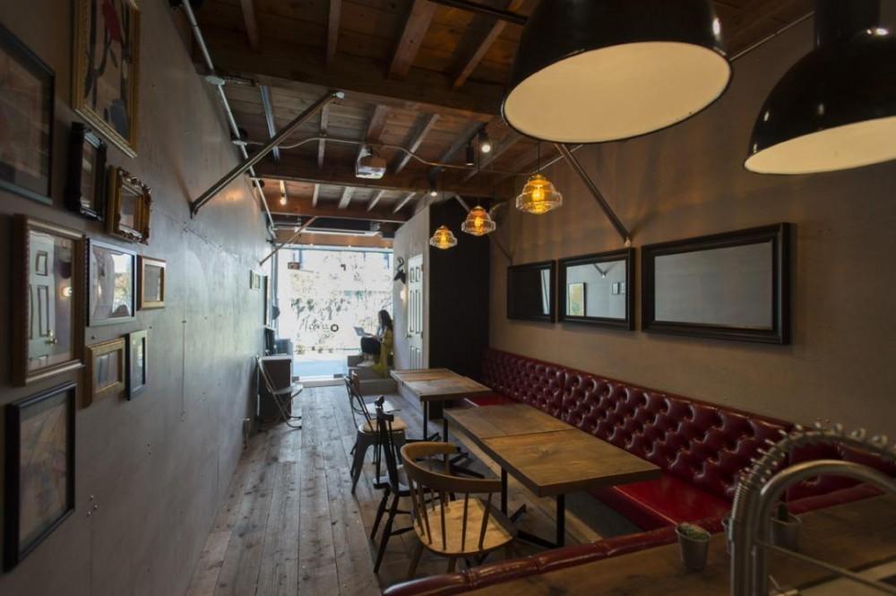 ゼロリノベの事務所 (1階はカフェ)