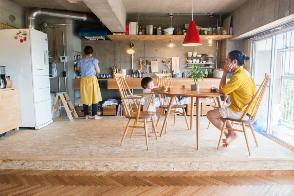 キッチンが壁付けだと家族との間に隔てがない (マンションの空間を最大限つかう)