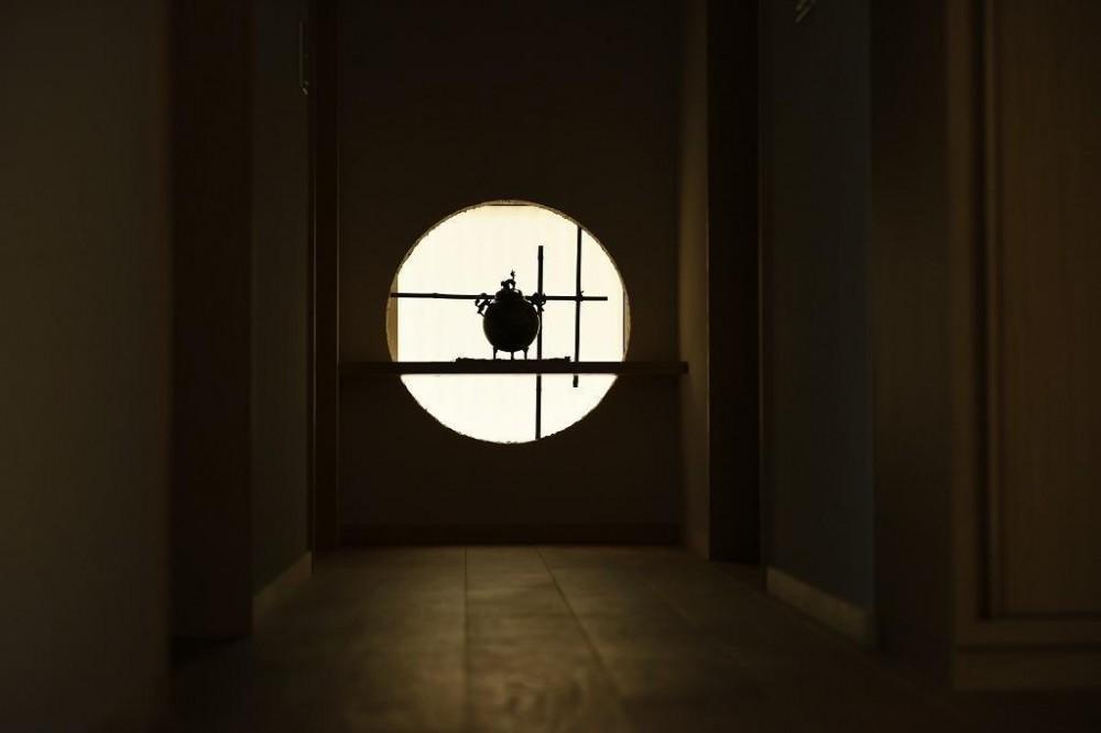 「中庭のある家@現代京町家」 (廊下)