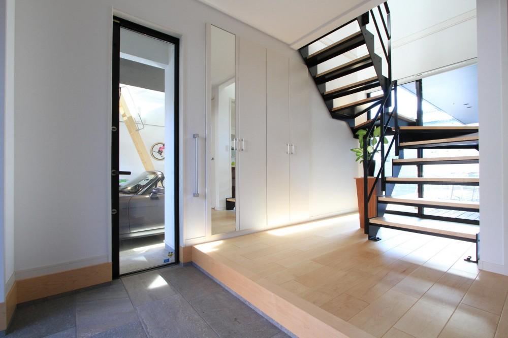 URAWA BASSE (玄関・階段ホール)