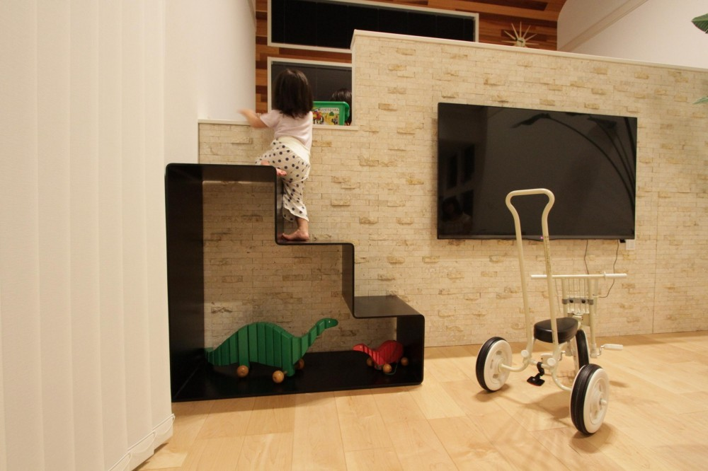 URAWA BASSE (子ども部屋への階段)