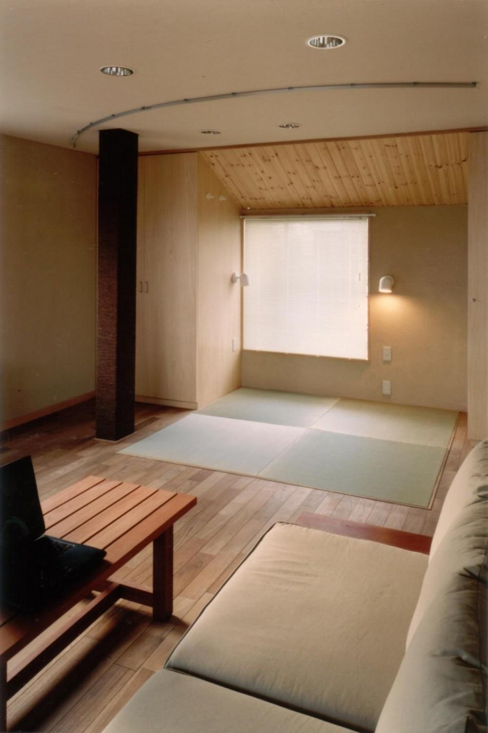 二世帯住宅に変える鉄骨造のリノベーション (畳スペース(寝室))
