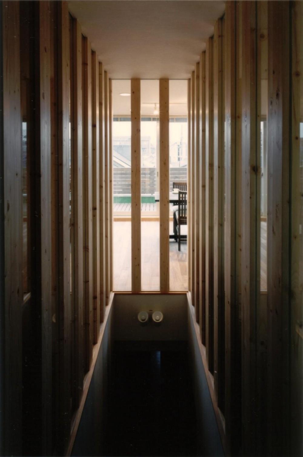 二世帯住宅に変える鉄骨造のリノベーション (階段室)