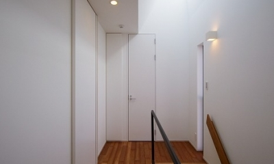 WHITE   BOX (階段ホール)