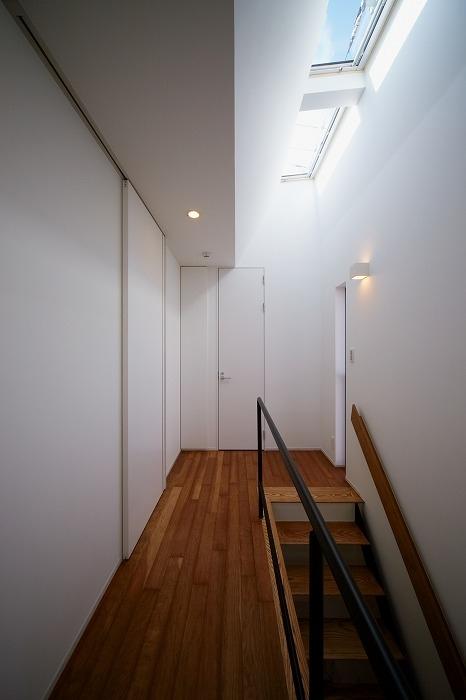 WHITE   BOXの部屋 階段ホール