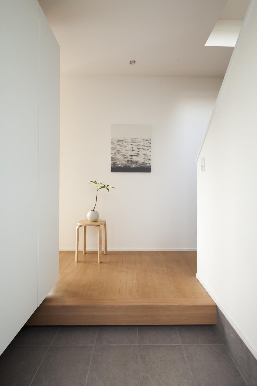 white square box (玄関)
