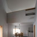 清瀬の小住宅の写真 吹き抜けによって繋がる仕切りの無い一室空間