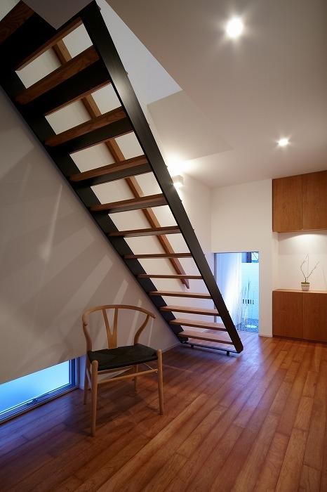 WHITE   BOXの部屋 階段