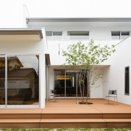 WHITE COURT HOUSE (外観)