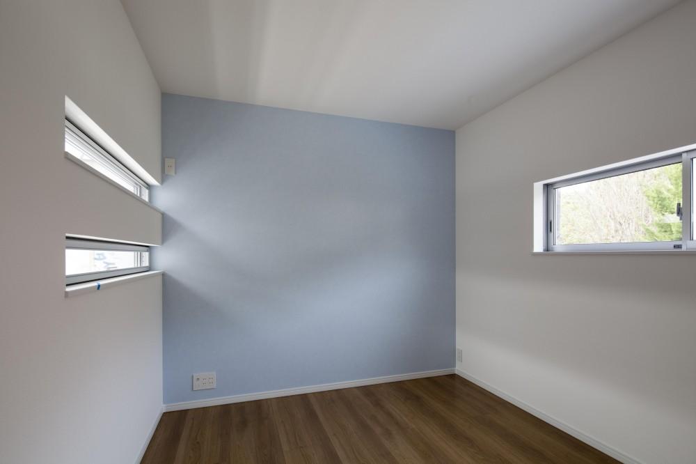 格子と白の邸 (寝室)