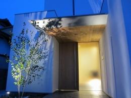 WHITE COURT HOUSE (夜景)