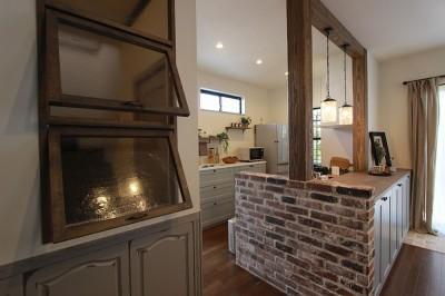 既製品を上手に使った見た目も可愛いキッチン (LDK改装・プロヴァンスの雰囲気漂う大人空間)