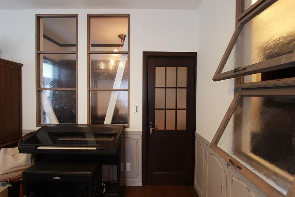 LDK改装・プロヴァンスの雰囲気漂う大人空間 (既存の腰壁を活かしながら新しい空間に…)