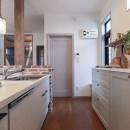LDK改装・プロヴァンスの雰囲気漂う大人空間の写真 可愛い飾り棚でインテリアを楽しむ