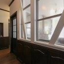 LDK改装・プロヴァンスの雰囲気漂う大人空間の写真 室内窓でお家の奥まで採光