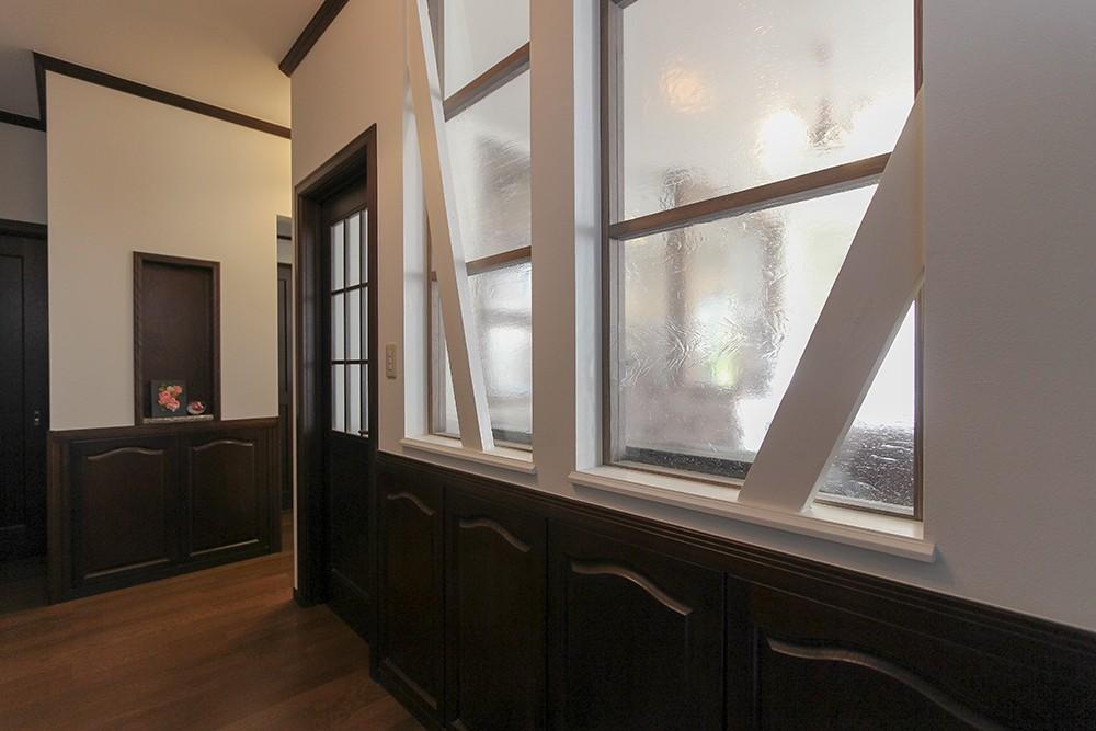 LDK改装・プロヴァンスの雰囲気漂う大人空間 (室内窓でお家の奥まで採光)