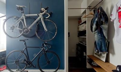 玄関土間|アンティーク家具が馴染む懐の深い家