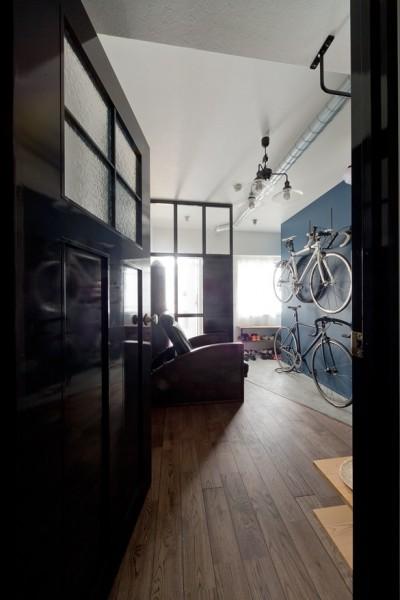 玄関 (アンティーク家具が馴染む懐の深い家)