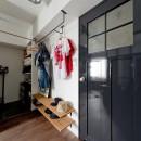 アンティーク家具が馴染む懐の深い家の写真 廊下