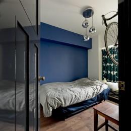 アンティーク家具が馴染む懐の深い家 (寝室)