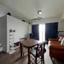 アンティーク家具が馴染む懐の深い家の写真 リビングスペース