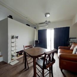 アンティーク家具が馴染む懐の深い家 (リビングスペース)