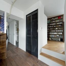 アンティーク家具が馴染む懐の深い家 (小上がり空間)