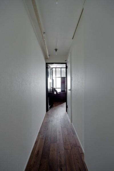 廊下 (アンティーク家具が馴染む懐の深い家)