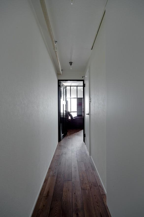 アンティーク家具が馴染む懐の深い家 (廊下)