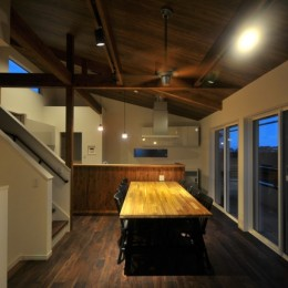 8人掛けダイニングテーブルから眺める家