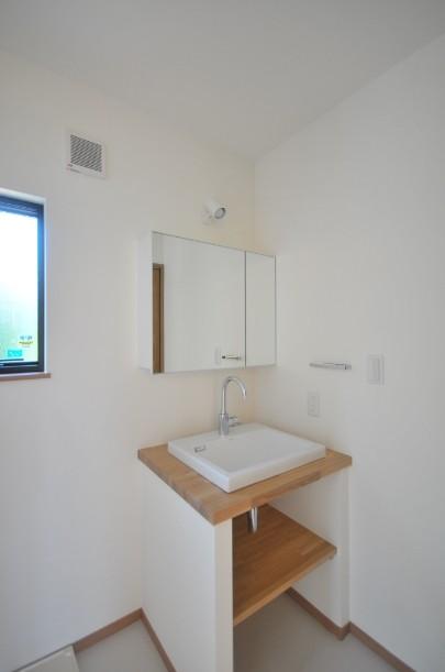 バス/トイレ事例:洗面室(家族が集まる陽だまりリビングの家)
