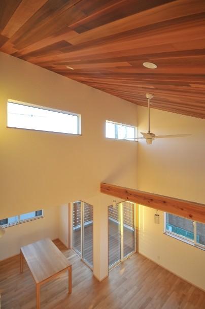 逗子の3代で受け継がれる2世帯住宅の家 (勾配天井)