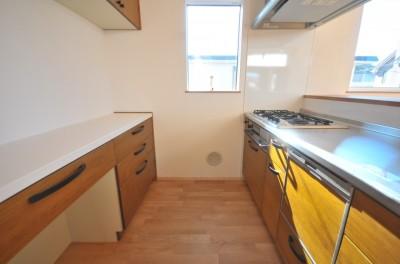 キッチン (逗子の3代で受け継がれる2世帯住宅の家)