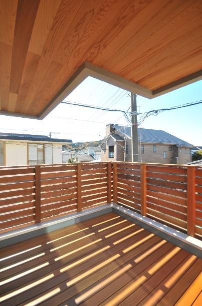 アウトドア事例:バルコニー(逗子の3代で受け継がれる2世帯住宅の家)