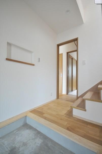 逗子の3代で受け継がれる2世帯住宅の家 (エントランス)