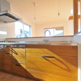 逗子の3代で受け継がれる2世帯住宅の家 (キッチン)
