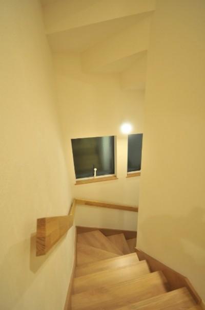 階段 (逗子の3代で受け継がれる2世帯住宅の家)