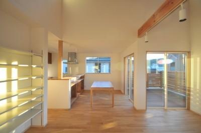 逗子の3代で受け継がれる2世帯住宅の家 (ダイニング)