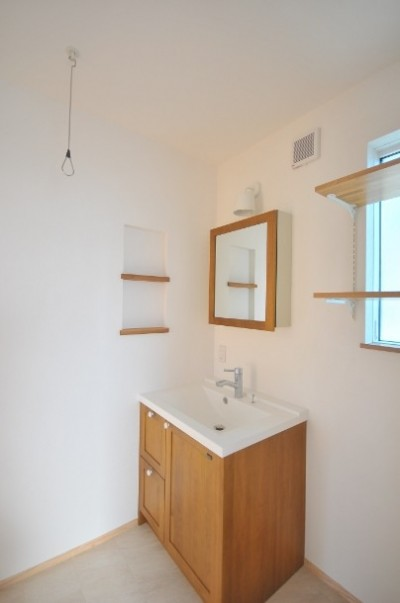 洗面室 (逗子の3代で受け継がれる2世帯住宅の家)