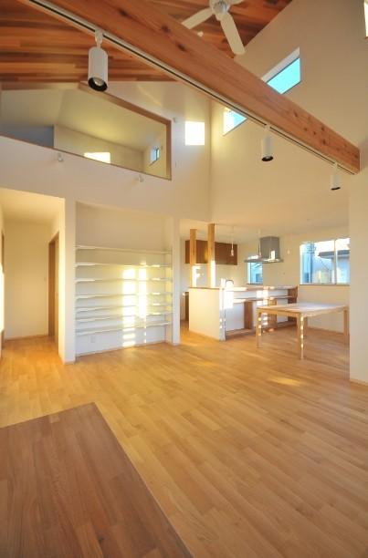 逗子の3代で受け継がれる2世帯住宅の家 (リビング)