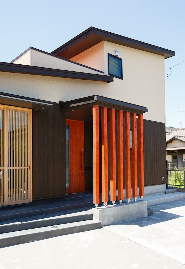 外観事例:道路側外観(庭を囲むL型の家〜診療室付子建住宅)